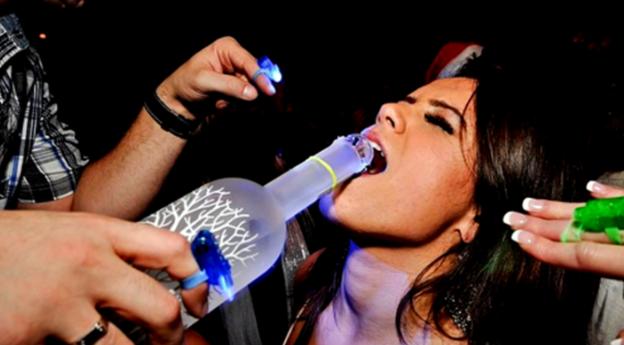 Když to přeženete s alkoholem, vždy to zavání pěkným trapasem a ostudou